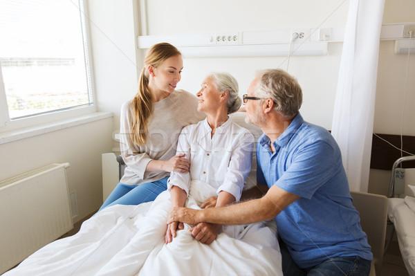 Familia feliz altos mujer hospital medicina apoyo Foto stock © dolgachov