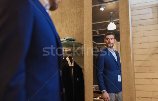 97d60717b6 Férfi · kabát · tükör · ruházat · bolt · vásár - stock fotó © Syda ...