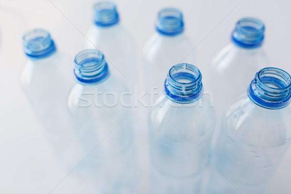 Vacío utilizado plástico botellas mesa Foto stock © dolgachov