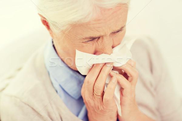 Malade supérieurs femme moucher papier serviette Photo stock © dolgachov