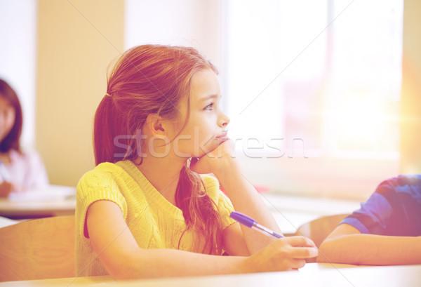 Schoolmeisje pen vervelen klas onderwijs Stockfoto © dolgachov