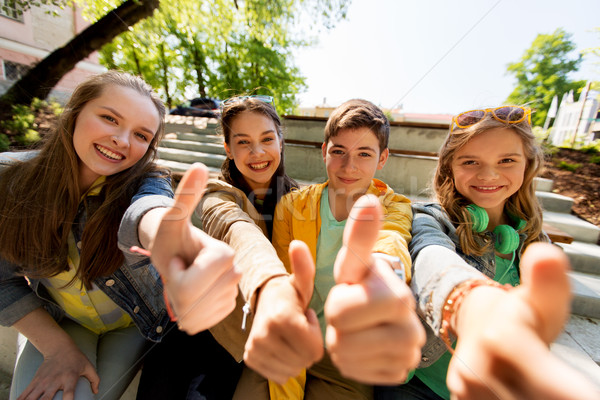 Zdjęcia stock: Znajomych · studentów · przyjaźni