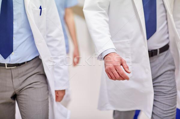 Közelkép orvosok sétál kórház klinika hivatás Stock fotó © dolgachov