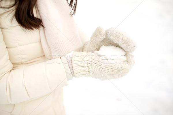 Donna palla di neve inverno persone stagione Foto d'archivio © dolgachov