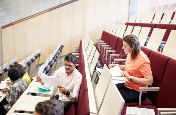 Groep studenten college hal onderwijs middelbare school Stockfoto © dolgachov