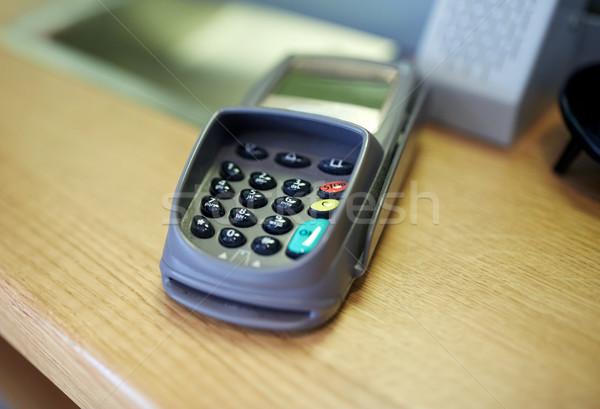 Pago lector financiar tecnología efectivo Foto stock © dolgachov