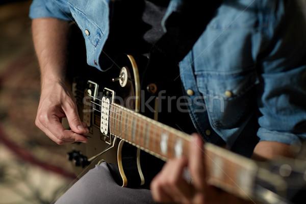 Uomo giocare chitarra studio prova Foto d'archivio © dolgachov