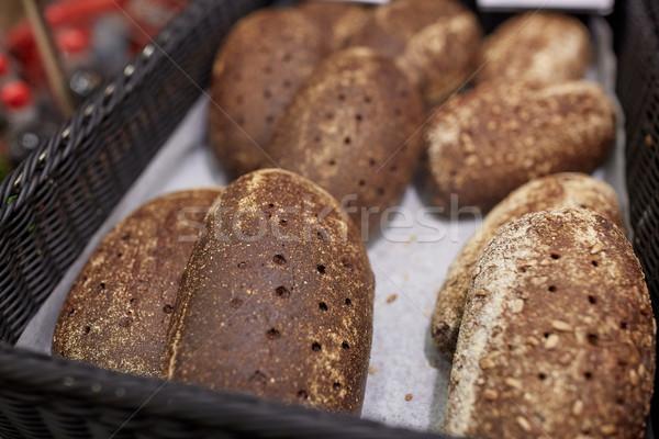 Közelkép rozs kenyér pékség élelmiszerbolt étel Stock fotó © dolgachov