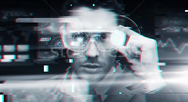 Om virtual realitate ochelari 3d cyberspace tehnologie Imagine de stoc © dolgachov