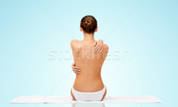 Hermosa top-less toalla atrás belleza Foto stock © dolgachov
