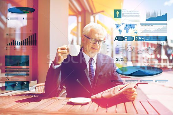 Stock fotó: Idős · üzletember · újság · iszik · kávé · üzlet