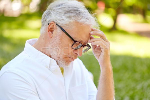 Figyelmes idős férfi nyár park aggkor Stock fotó © dolgachov