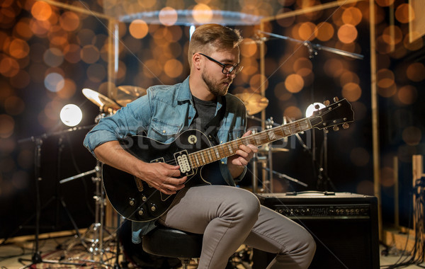 Man spelen gitaar studio repetitie muziek Stockfoto © dolgachov