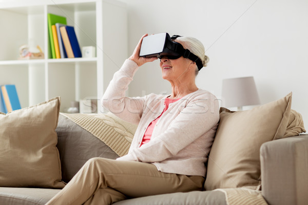 Yaşlı kadın sanal gerçeklik kulaklık 3d gözlük teknoloji Stok fotoğraf © dolgachov
