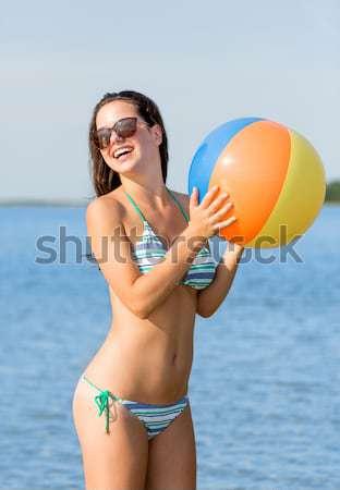 Schöne Frau bikini Beachball hellen Bild Strand Stock foto © dolgachov