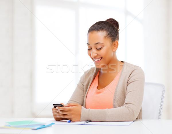 Stockfoto: Afrikaanse · vrouw · smartphone · kantoor · business · communicatie