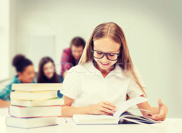 Foto stock: Estudiante · nina · estudiar · escuela · educación · lectura