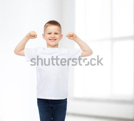 Peu garçon blanche tshirt muscles Photo stock © dolgachov