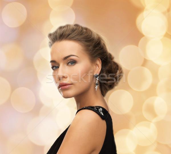 Mujer hermosa vestido de noche pendientes personas vacaciones Foto stock © dolgachov