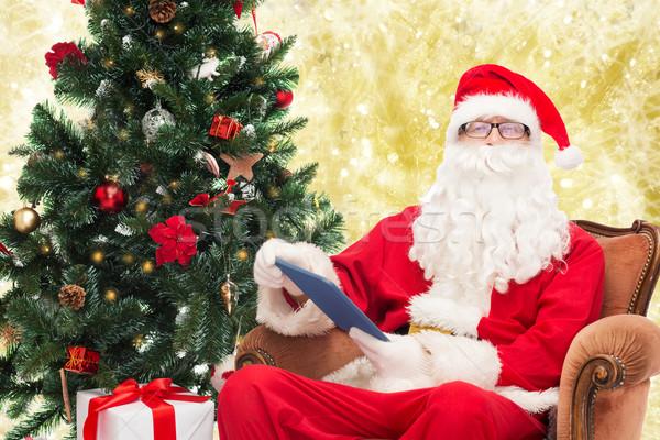 Homem traje papai noel tecnologia férias Foto stock © dolgachov