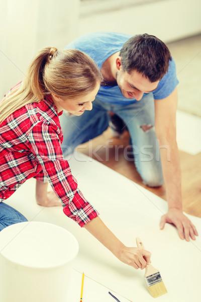 Sorridere Coppia wallpaper colla riparazione costruzione Foto d'archivio © dolgachov