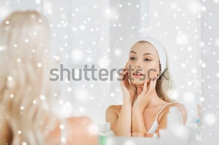 幸せ 女性 座って ジャグジー 人 ストックフォト © dolgachov