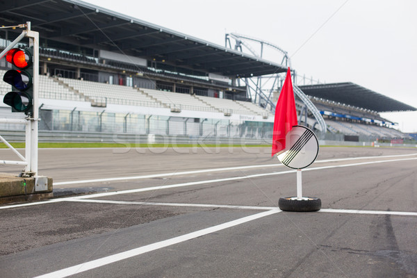 Piros közlekedési lámpa jelzőtábla versenypálya extrém verseny Stock fotó © dolgachov