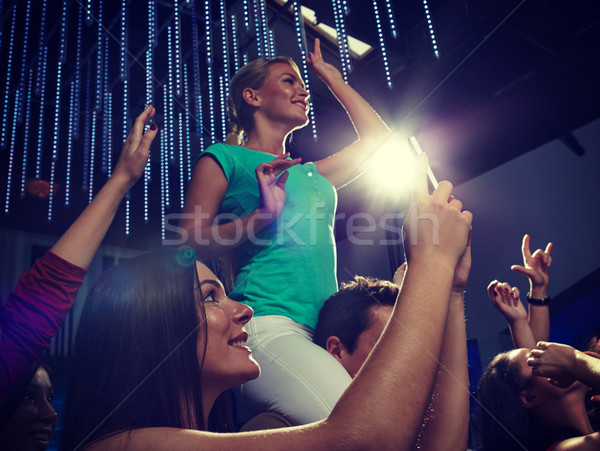 Amis smartphone photos concert fête Photo stock © dolgachov