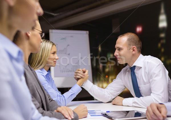 Zakenvrouw zakenman arm worstelen business kantoor vergadering Stockfoto © dolgachov