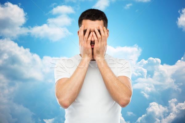 Człowiek biały tshirt twarz ręce ludzi Zdjęcia stock © dolgachov