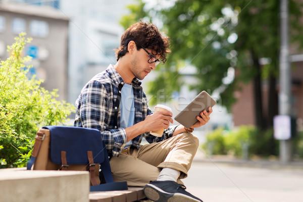 человека сидят городской улице скамейке отдыха Сток-фото © dolgachov