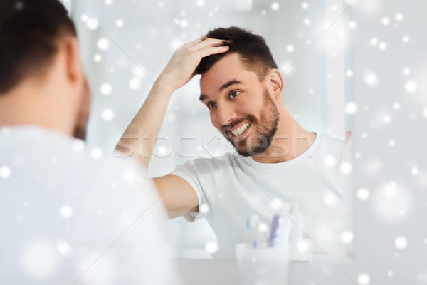 Foto d'archivio: Felice · giovane · guardando · specchio · home · bagno