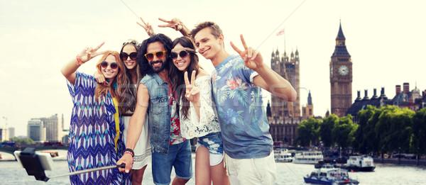 Sonriendo hippie amigos palo vacaciones de verano viaje Foto stock © dolgachov
