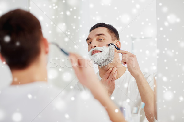 Homme barbe rasoir lame salle de bain beauté Photo stock © dolgachov