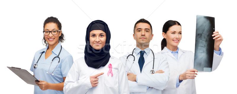 Stockfoto: Artsen · borstkanker · bewustzijn · lint · geneeskunde · gezondheidszorg