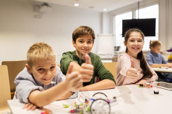 Feliz ninos edificio robots robótica escuela Foto stock © dolgachov