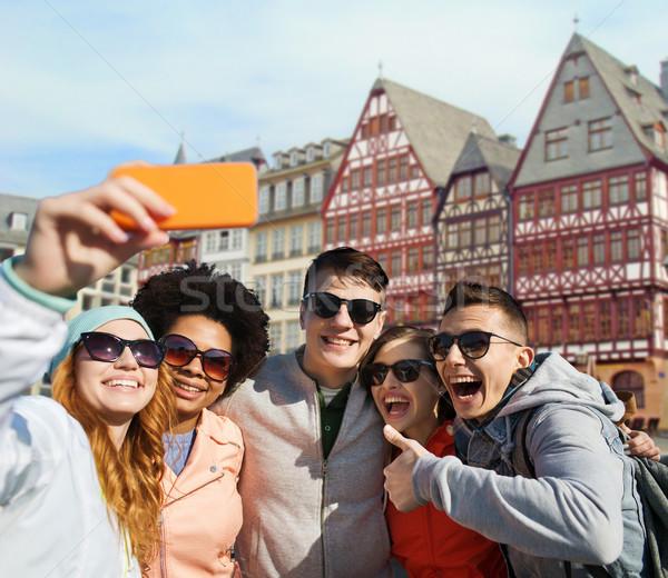Vrienden smartphone Frankfurt toerisme reizen Stockfoto © dolgachov