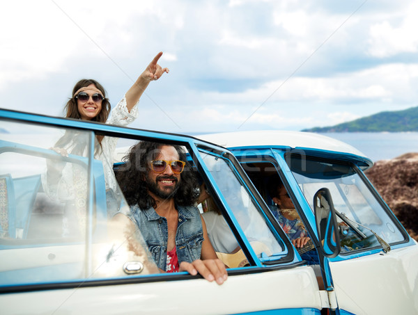 Feliz hippie amigos carro ilha Foto stock © dolgachov