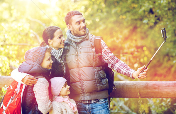 Сток-фото: счастливая · семья · смартфон · Stick · лесу · путешествия · туризма