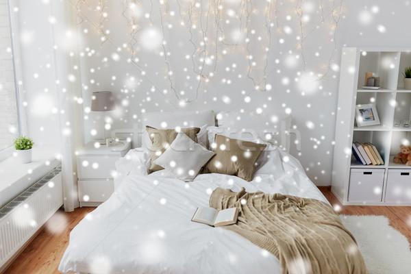 Quarto cama natal grinalda casa Foto stock © dolgachov