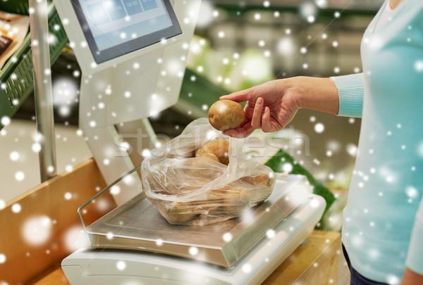 Müşteri patates ölçek bakkal alışveriş satış Stok fotoğraf © dolgachov