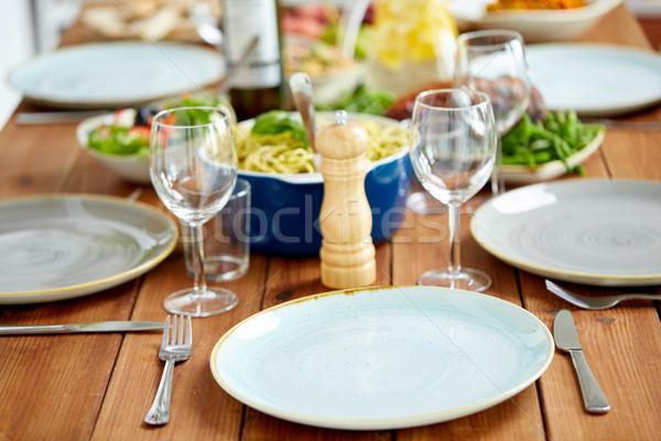表 務め プレート ワイングラス 食品 ケータリング ストックフォト © dolgachov