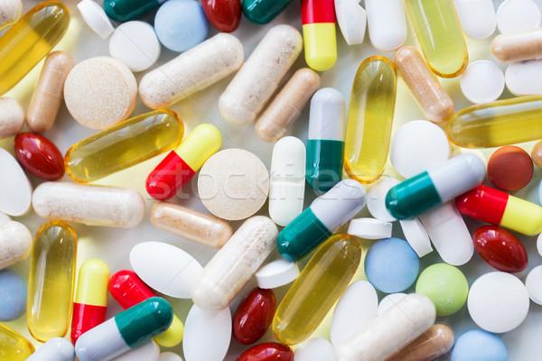 Különböző tabletták kapszulák drogok gyógyszer egészségügy Stock fotó © dolgachov