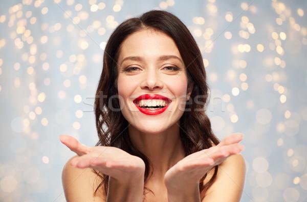 Piękna uśmiechnięty młoda kobieta piękna uzupełnić Zdjęcia stock © dolgachov