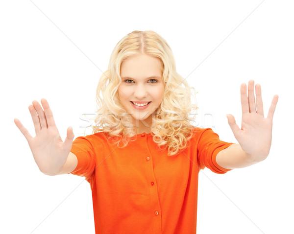 Nina parada gesto Foto sonriendo Foto stock © dolgachov