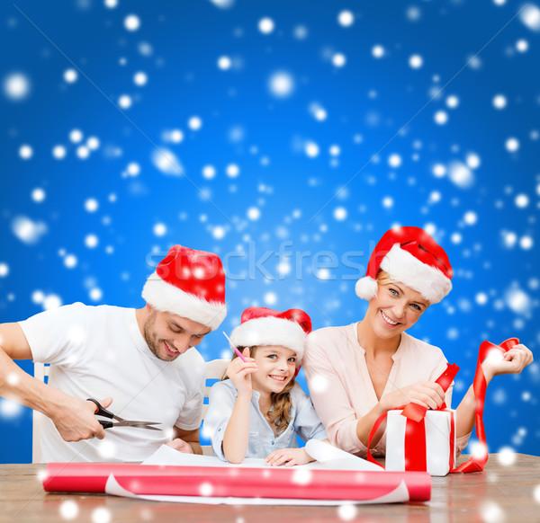 Souriant famille helper coffret cadeau Photo stock © dolgachov