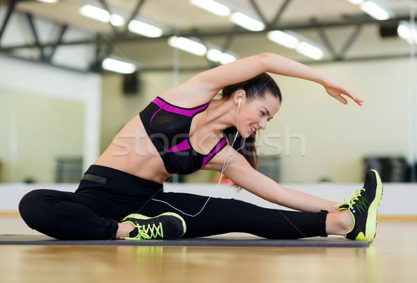 Stok fotoğraf: Genç · kadın · kulaklık · spor · salonu · uygunluk · spor