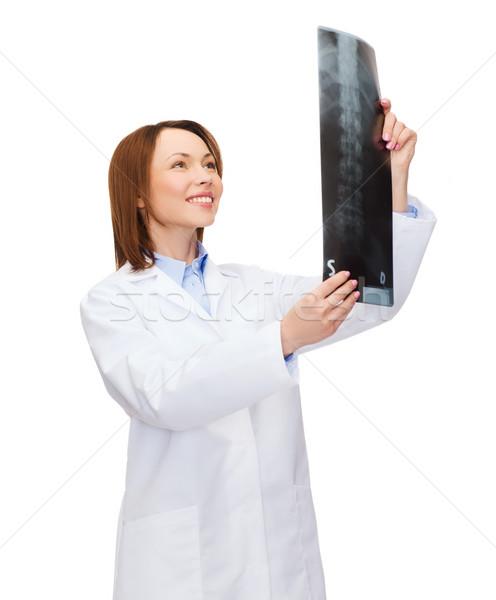 Foto d'archivio: Sorridere · femminile · medico · guardando · Xray · sanitaria