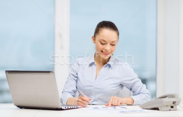 Foto stock: Mujer · de · negocios · teléfono · portátil · archivos · negocios · tecnología