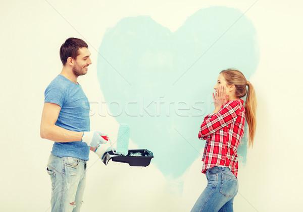 Gülen çift Boyama Büyük Kalp Duvar Stok Fotoğraf Syda